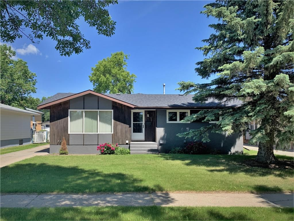 Main Photo: 18 River Avenue East in Dauphin: Residential for sale (R30 - Dauphin and Area)  : MLS®# 1931146