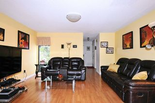 """Photo 3: 11 3350 ROSEMONT Drive in Vancouver: Champlain Heights Townhouse for sale in """"APENWOOD"""" (Vancouver East)  : MLS®# R2233904"""