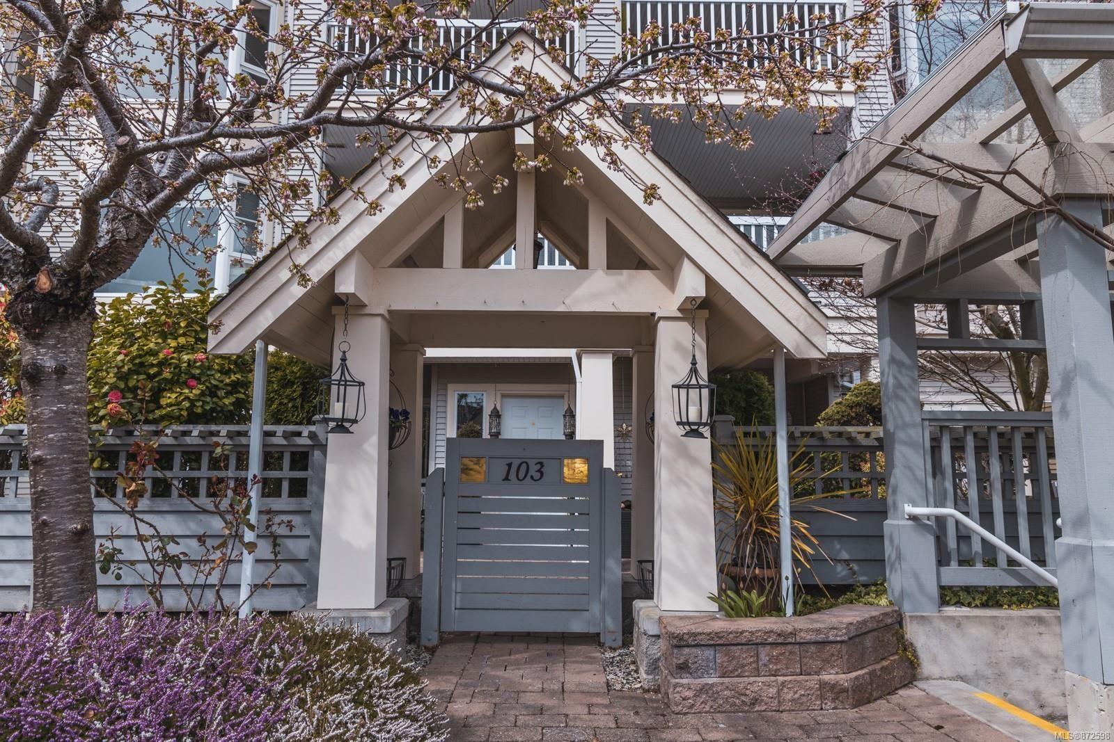 Main Photo: 103 5620 Edgewater Lane in Nanaimo: Na North Nanaimo Condo for sale : MLS®# 872598