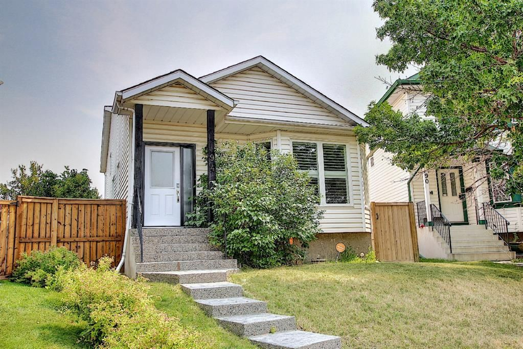 Main Photo: 94 Erin Meadow Close SE in Calgary: Erin Woods Detached for sale : MLS®# A1135362