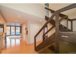 Photo 2: 141 Rossmere Crescent in WINNIPEG: East Kildonan Residential for sale (North East Winnipeg)  : MLS®# 1426019