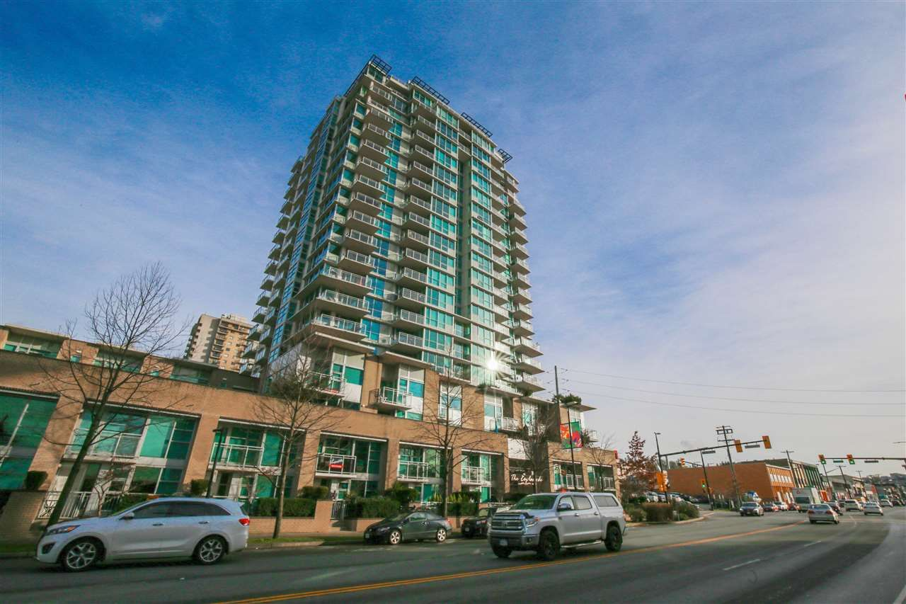 "Main Photo: 302 188 E ESPLANADE Avenue in North Vancouver: Lower Lonsdale Condo for sale in ""ESPLANADE AT THE PIER"" : MLS®# R2225177"
