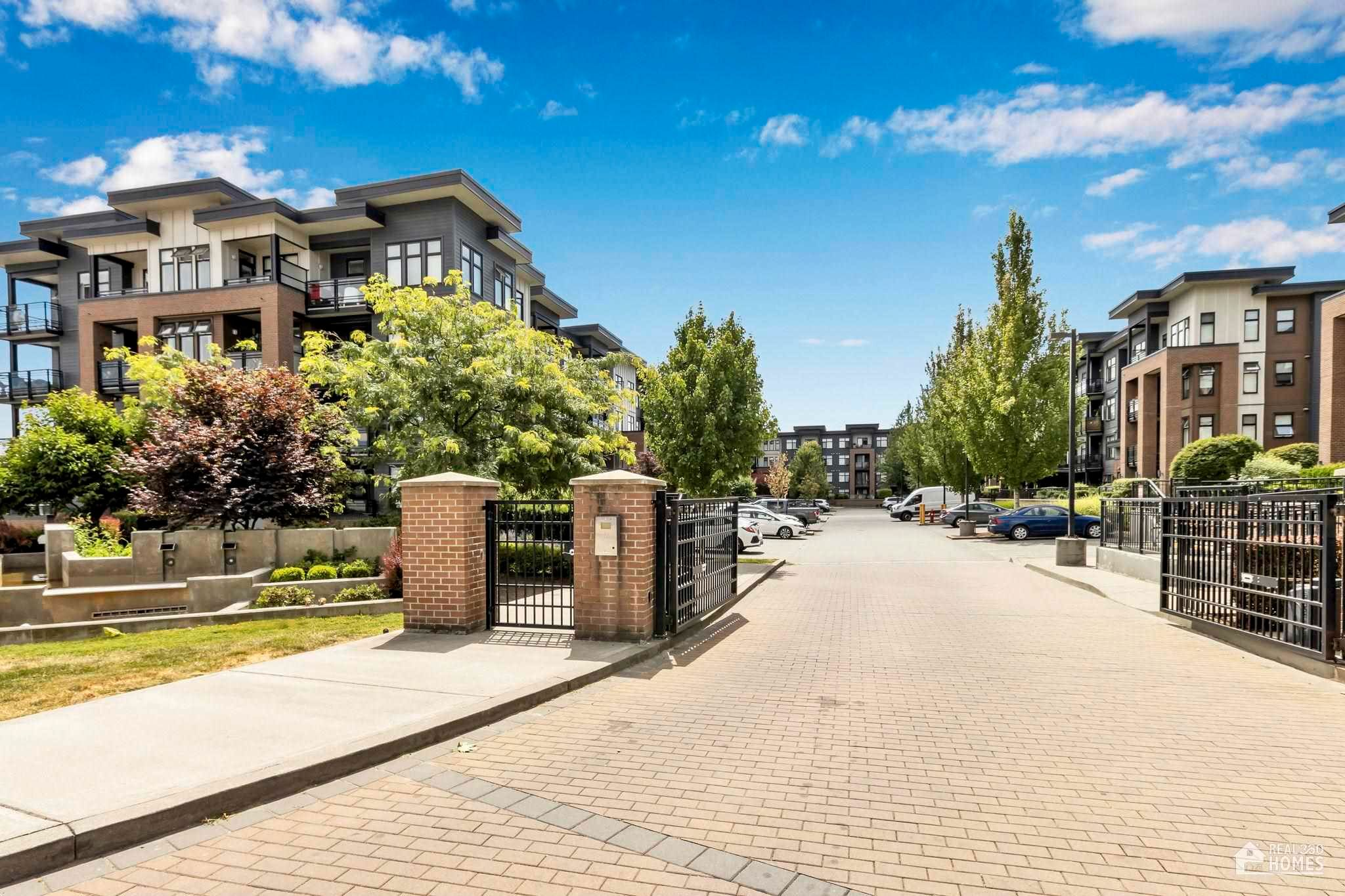 """Main Photo: 204 20078 FRASER Highway in Langley: Langley City Condo for sale in """"Varsity"""" : MLS®# R2602094"""