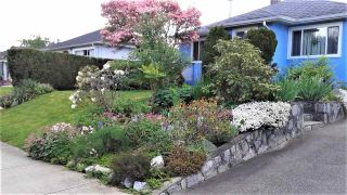 """Photo 1: 220 NINTH Avenue in New Westminster: GlenBrooke North House for sale in """"Glenbrooke North"""" : MLS®# R2438551"""