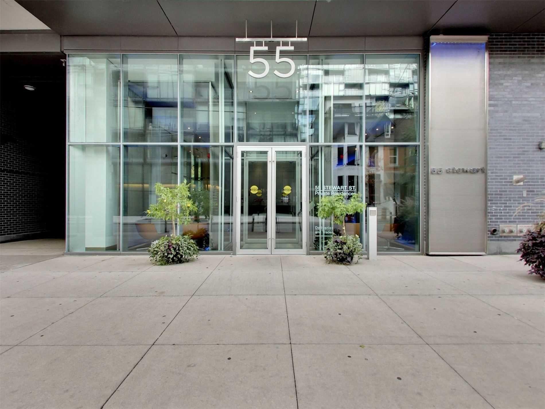 Main Photo: 818 55 Stewart Street in Toronto: Waterfront Communities C1 Condo for sale (Toronto C01)  : MLS®# C4690098