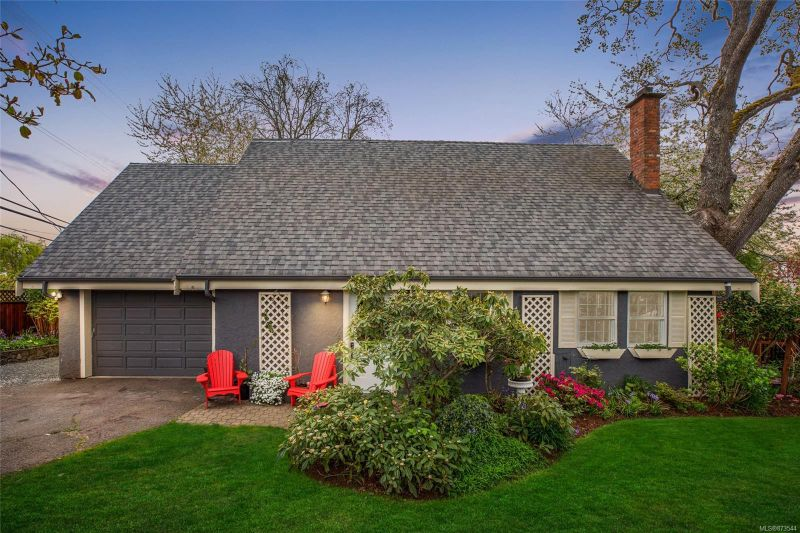 FEATURED LISTING: 2935 Foul Bay Rd