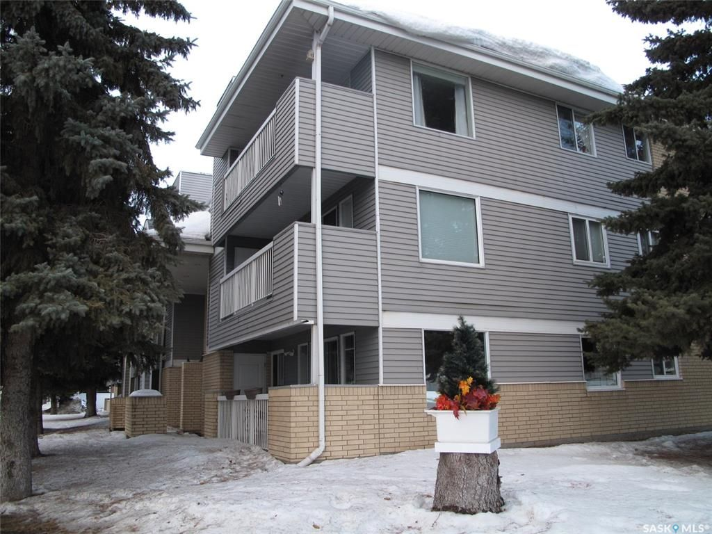 Main Photo: 205 706 Confederation Drive in Saskatoon: Confederation Park Residential for sale : MLS®# SK839116