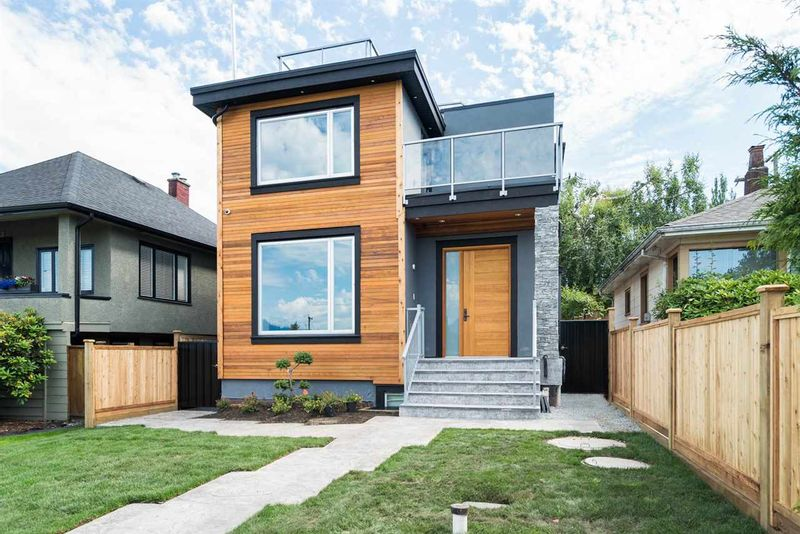 FEATURED LISTING: 728 32ND Avenue East Vancouver