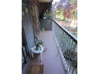 """Photo 8: 204 327 W 2ND Street in North Vancouver: Lower Lonsdale Condo for sale in """"Somerset Manor"""" : MLS®# V847989"""