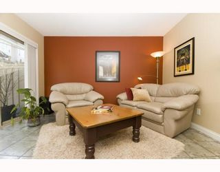 """Photo 5: 11 222 E 5TH Street in North_Vancouver: Lower Lonsdale Townhouse for sale in """"BURHAM COURT"""" (North Vancouver)  : MLS®# V698484"""