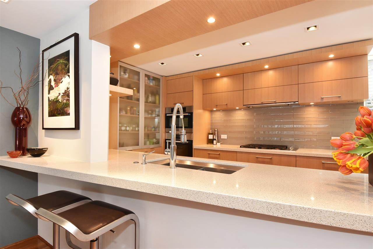 """Photo 8: Photos: 2311 OAK Street in Vancouver: Fairview VW Townhouse for sale in """"OAKVIEW TERRACE"""" (Vancouver West)  : MLS®# R2151089"""