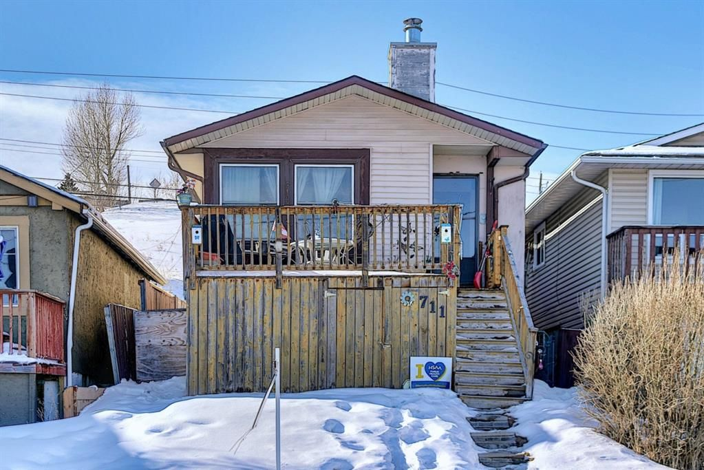 Main Photo: 711 13A Street NE in Calgary: Renfrew Residential for sale : MLS®# A1071855