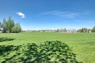 Photo 3: 211 Hampstead Circle NW in Calgary: Hamptons Detached for sale : MLS®# A1114233