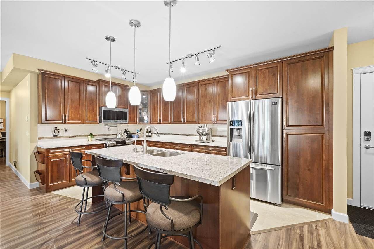 """Main Photo: 301 32445 SIMON Avenue in Abbotsford: Abbotsford West Condo for sale in """"La Galleria"""" : MLS®# R2518640"""