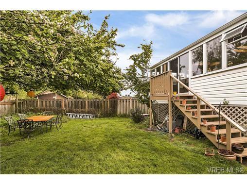 Photo 18: Photos: 3055 Carroll St in VICTORIA: Vi Burnside House for sale (Victoria)  : MLS®# 728046