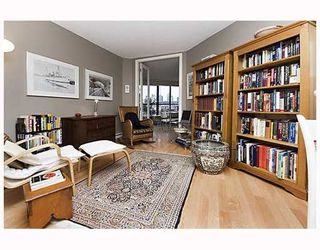 """Photo 6: 203 1470 PENNYFARTHING Drive in Vancouver: False Creek Condo for sale in """"HARBOUR COVE"""" (Vancouver West)  : MLS®# V686677"""