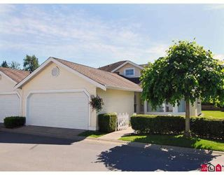 """Photo 1: 81 9208 208TH Street in Langley: Walnut Grove Townhouse for sale in """"CHURCHILL PARK"""" : MLS®# F2912038"""