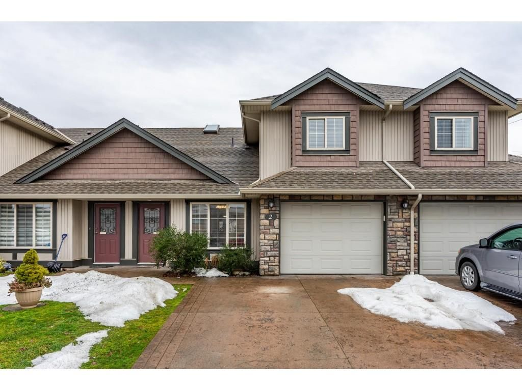 """Main Photo: 2 6450 BLACKWOOD Lane in Sardis: Sardis West Vedder Rd Townhouse for sale in """"The Maples"""" : MLS®# R2431789"""