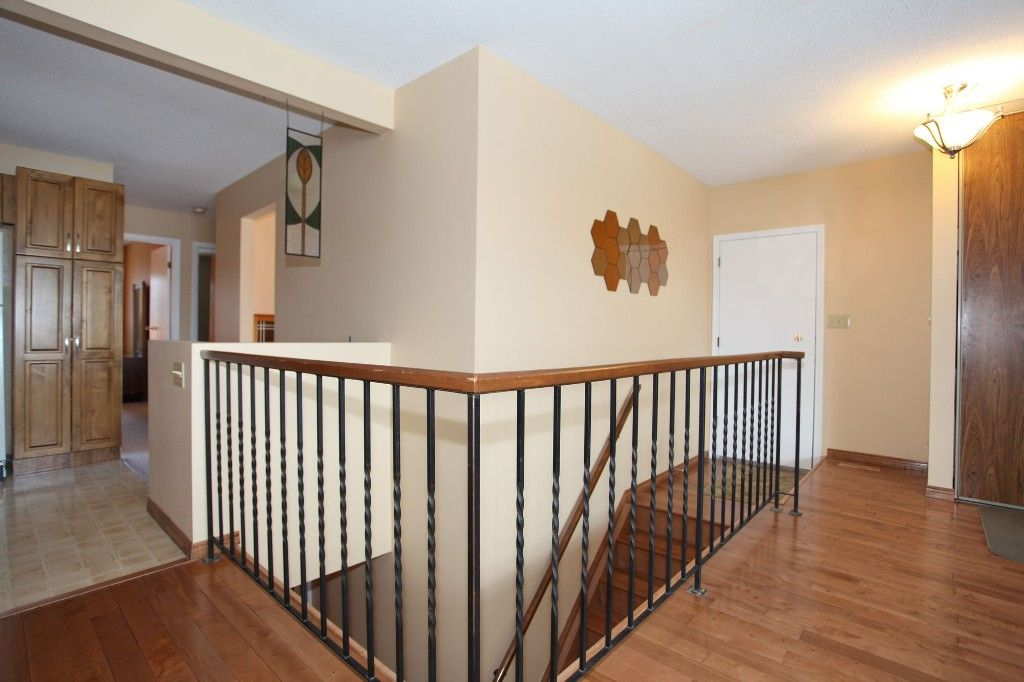 Photo 28: Photos: 28 Woodchester Place in Winnipeg: Charleswood Single Family Detached for sale (South Winnipeg)  : MLS®# 1406268