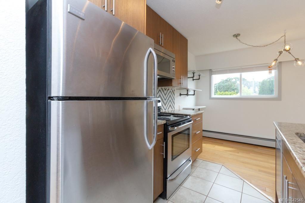 Photo 12: Photos: 402 3800 Quadra St in Saanich: SE Quadra Condo for sale (Saanich East)  : MLS®# 842546