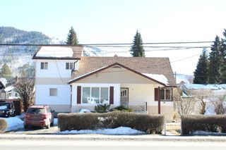 Photo 1: 625 10th Avenue: Montrose House for sale