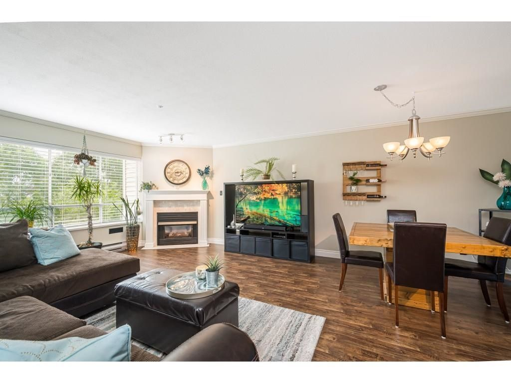 """Photo 5: Photos: 306 5450 208 Street in Langley: Langley City Condo for sale in """"Montgomery Gate"""" : MLS®# R2608181"""