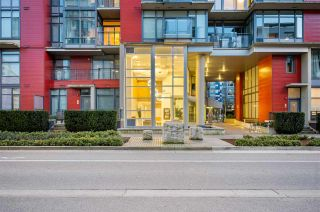 "Photo 3: 907 38 W 1ST Avenue in Vancouver: False Creek Condo for sale in ""The One"" (Vancouver West)  : MLS®# R2552477"