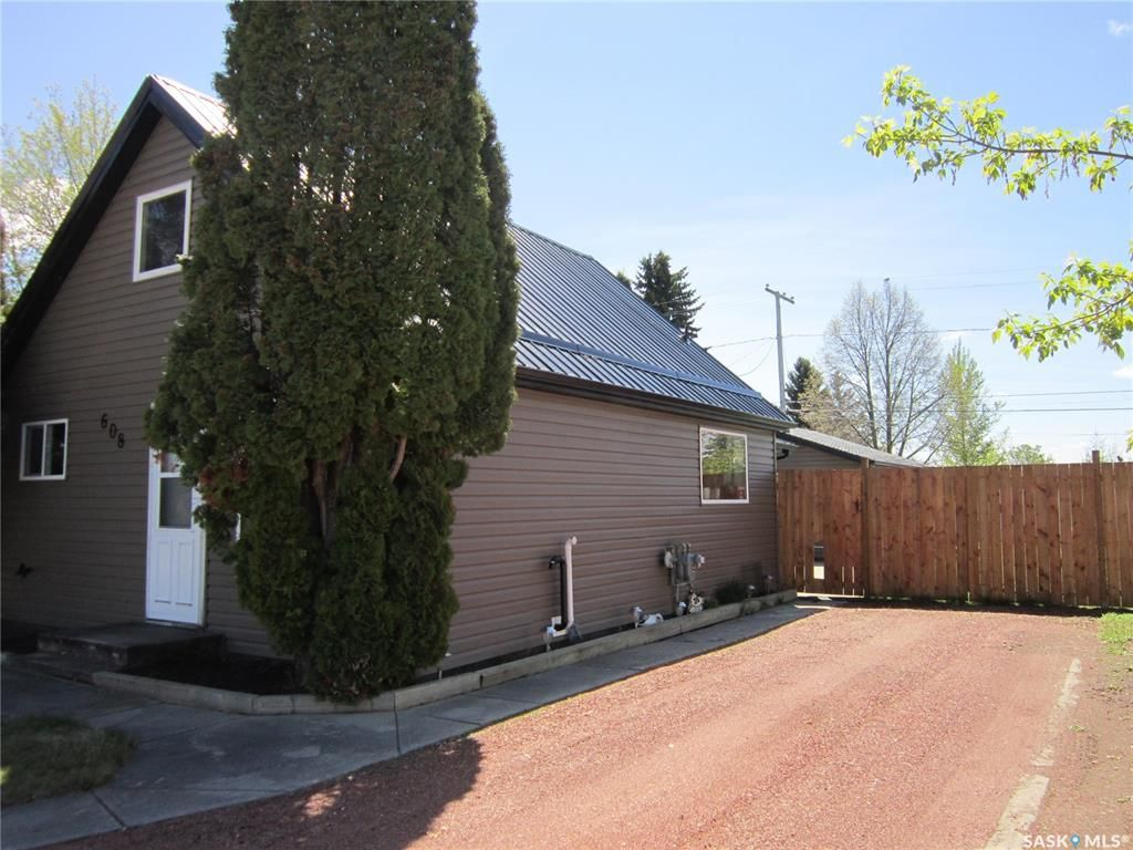Main Photo: 608 9th Avenue West in Nipawin: Residential for sale : MLS®# SK856138