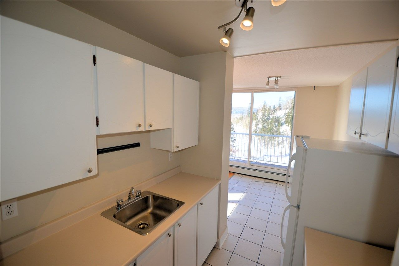 """Photo 5: Photos: 1208 1501 QUEENSWAY Street in Prince George: Connaught Condo for sale in """"CONNAUGHT HILL RESIDENCES"""" (PG City Central (Zone 72))  : MLS®# R2529872"""