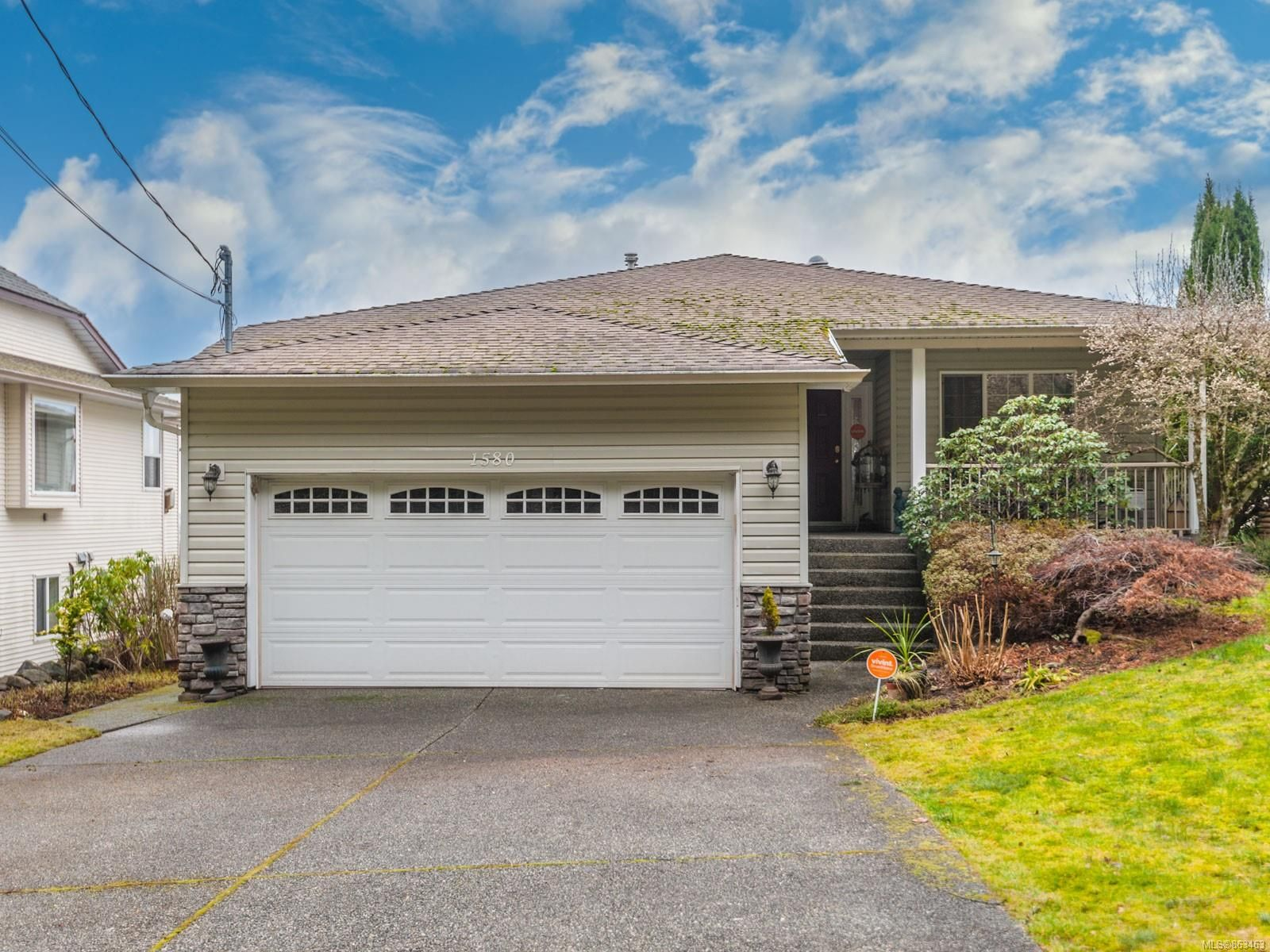 Main Photo: 1580 COLLEGE Dr in : Na University District House for sale (Nanaimo)  : MLS®# 863463