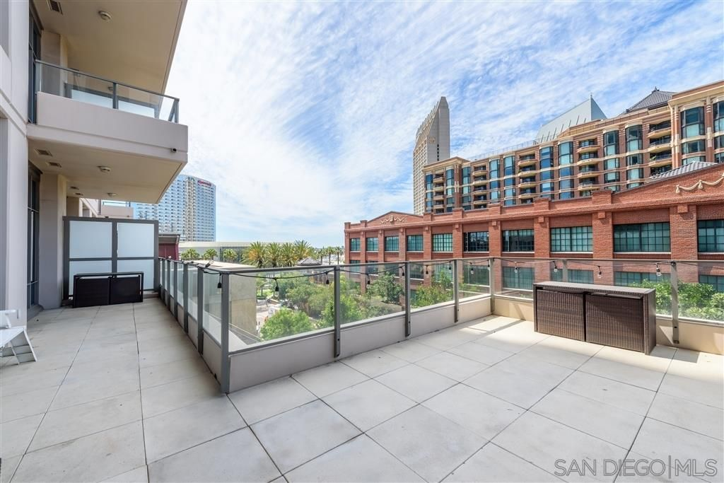 Main Photo: DOWNTOWN Condo for sale : 2 bedrooms : 550 Front St #306 in San Diego