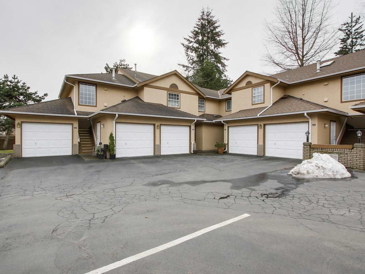 Main Photo: 133 14861 98 AVENUE in : Guildford Townhouse for sale : MLS®# R2141200