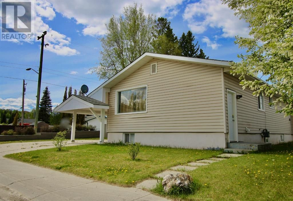 Main Photo: 102 Thompson Place in Hinton: House for sale : MLS®# A1047125