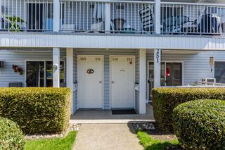 """Photo 3: 250 32691 GARIBALDI Drive in Abbotsford: Abbotsford West Townhouse for sale in """"Carriage Lane"""" : MLS®# R2262736"""