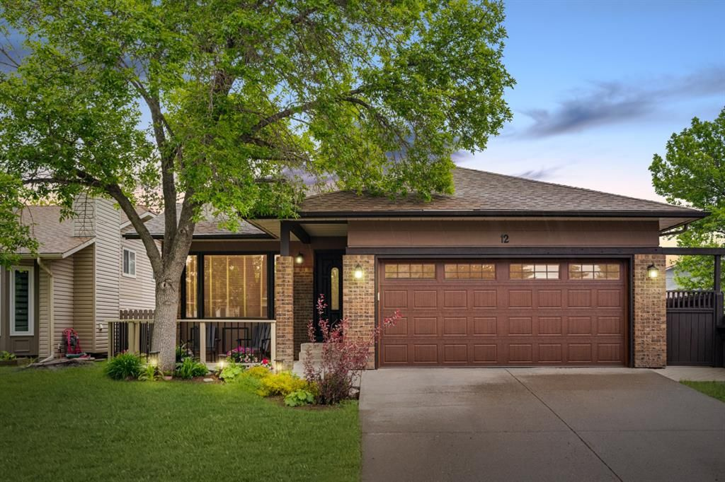 Main Photo: 12 Sunvale Mews SE in Calgary: Sundance Detached for sale : MLS®# A1119027