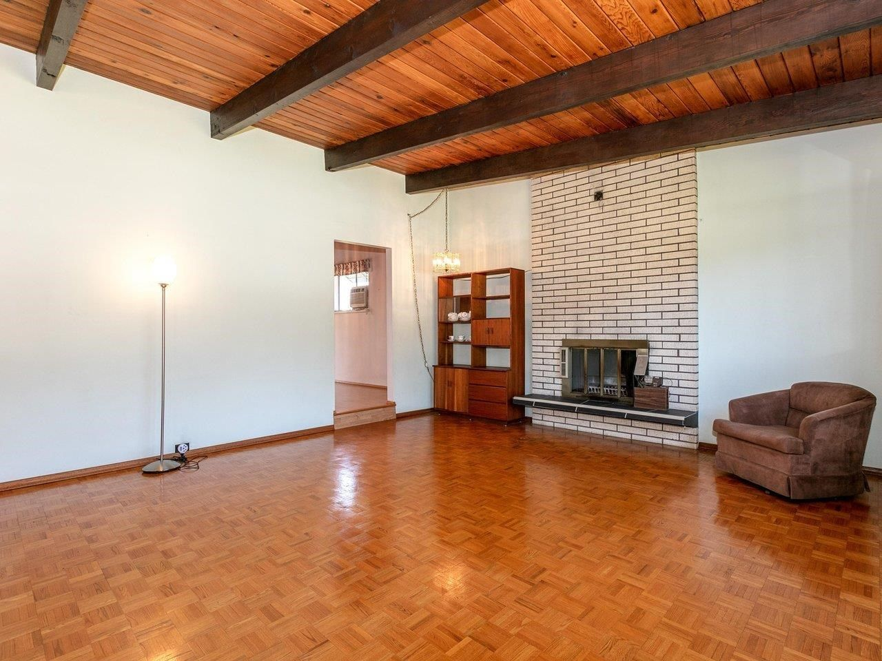 Photo 3: Photos: 6860 HYCREST Drive in Burnaby: Montecito House for sale (Burnaby North)  : MLS®# R2594917