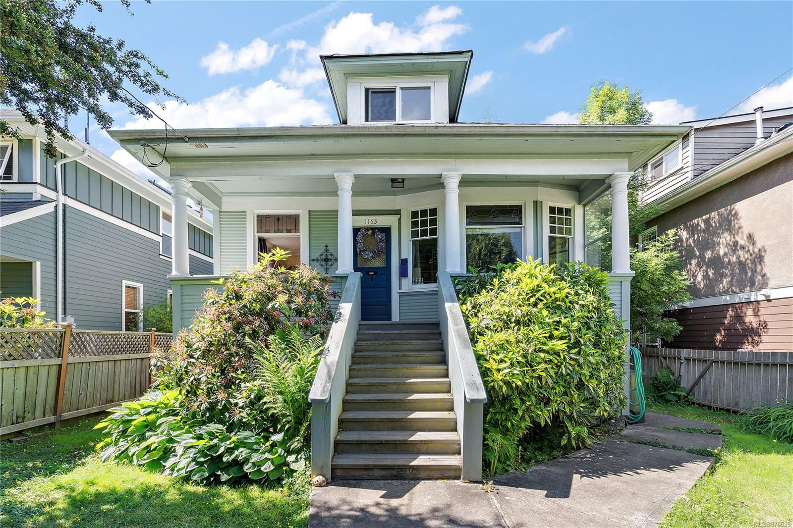 Main Photo: 1163 Chapman St in : Vi Fairfield West House for sale (Victoria)  : MLS®# 878626