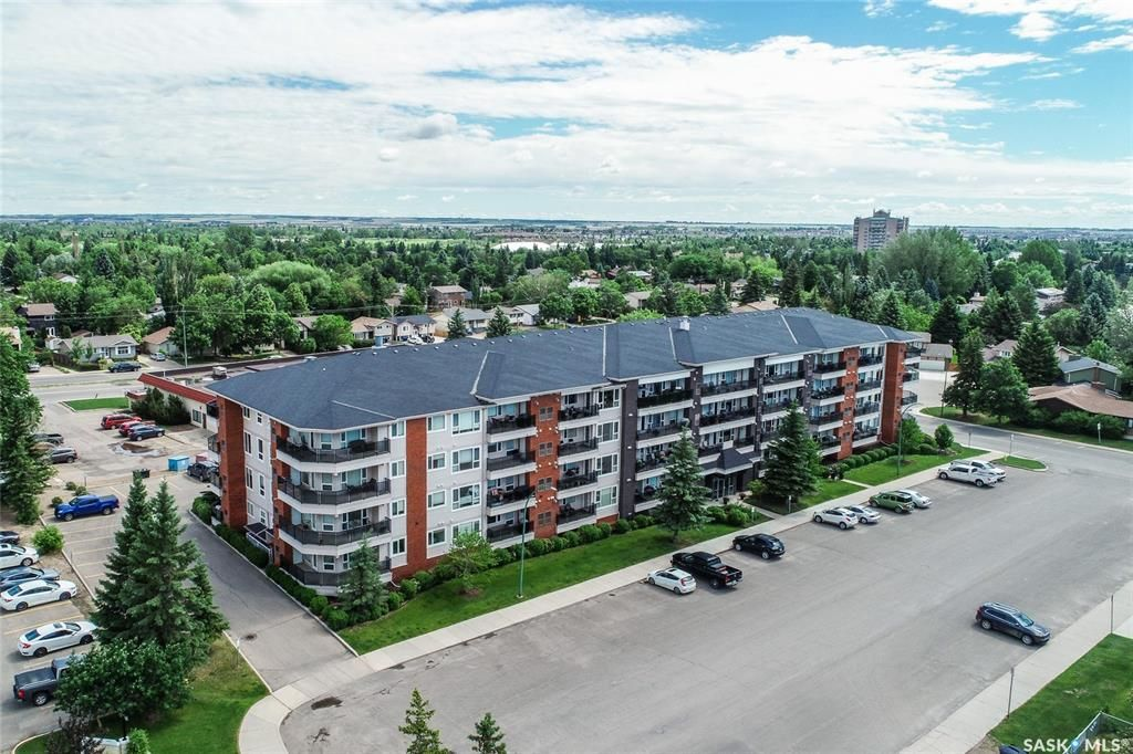 Main Photo: 308 102 Kingsmere Place in Saskatoon: Lakeview SA Residential for sale : MLS®# SK861317