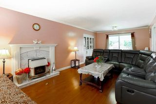 """Photo 3: 15676 84A Avenue in Surrey: Fleetwood Tynehead House for sale in """"FLEETWOOD"""" : MLS®# R2090516"""