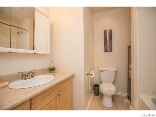 Photo 10: Photos: 9 Rillwillow Place in Winnipeg: Meadowood Residential for sale (2E)  : MLS®# 1623703