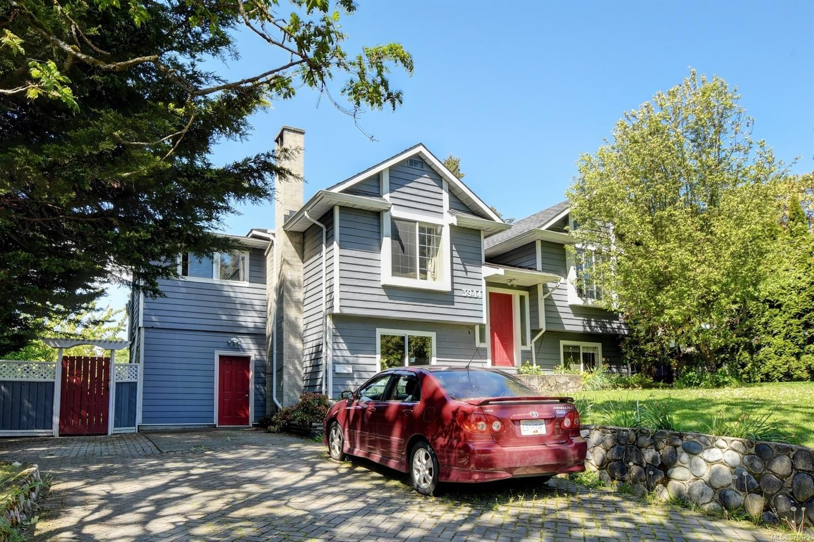 Main Photo: 3944 Rainbow St in : SE Swan Lake House for sale (Saanich East)  : MLS®# 876629