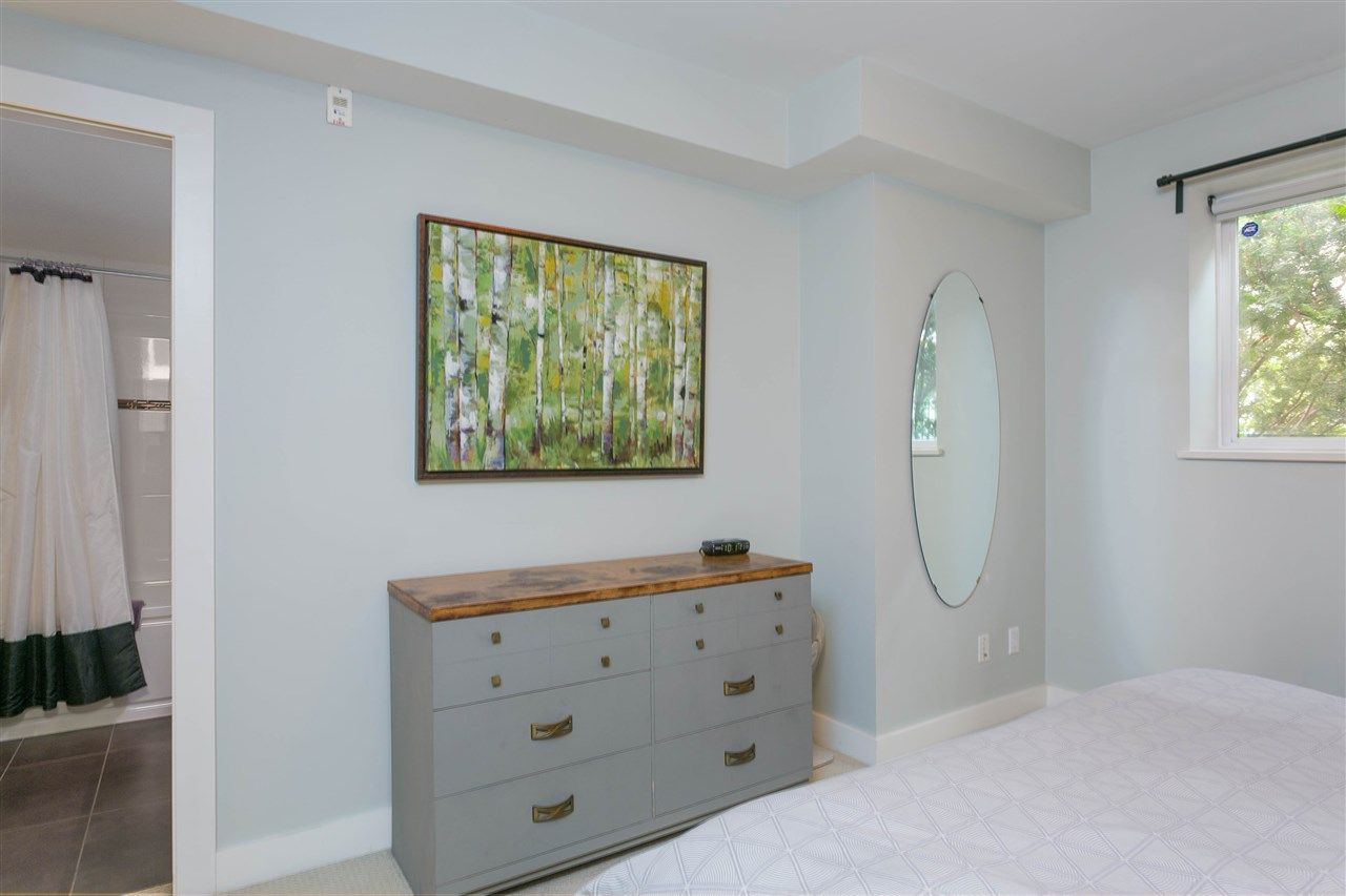"""Photo 12: Photos: 401 E 16TH Avenue in Vancouver: Mount Pleasant VE Condo for sale in """"Sixteen East"""" (Vancouver East)  : MLS®# R2494870"""
