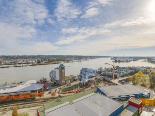 "Photo 9: 2501 888 CARNARVON Street in New Westminster: Downtown NW Condo for sale in ""MARINUS"" : MLS®# R2115352"