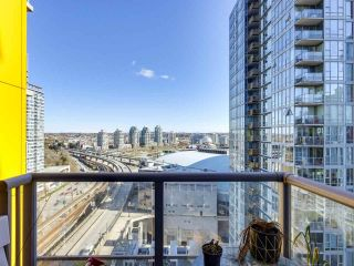"Photo 5: 1709 602 CITADEL Parade in Vancouver: Downtown VW Condo for sale in ""Spectrum 4"" (Vancouver West)  : MLS®# R2565583"