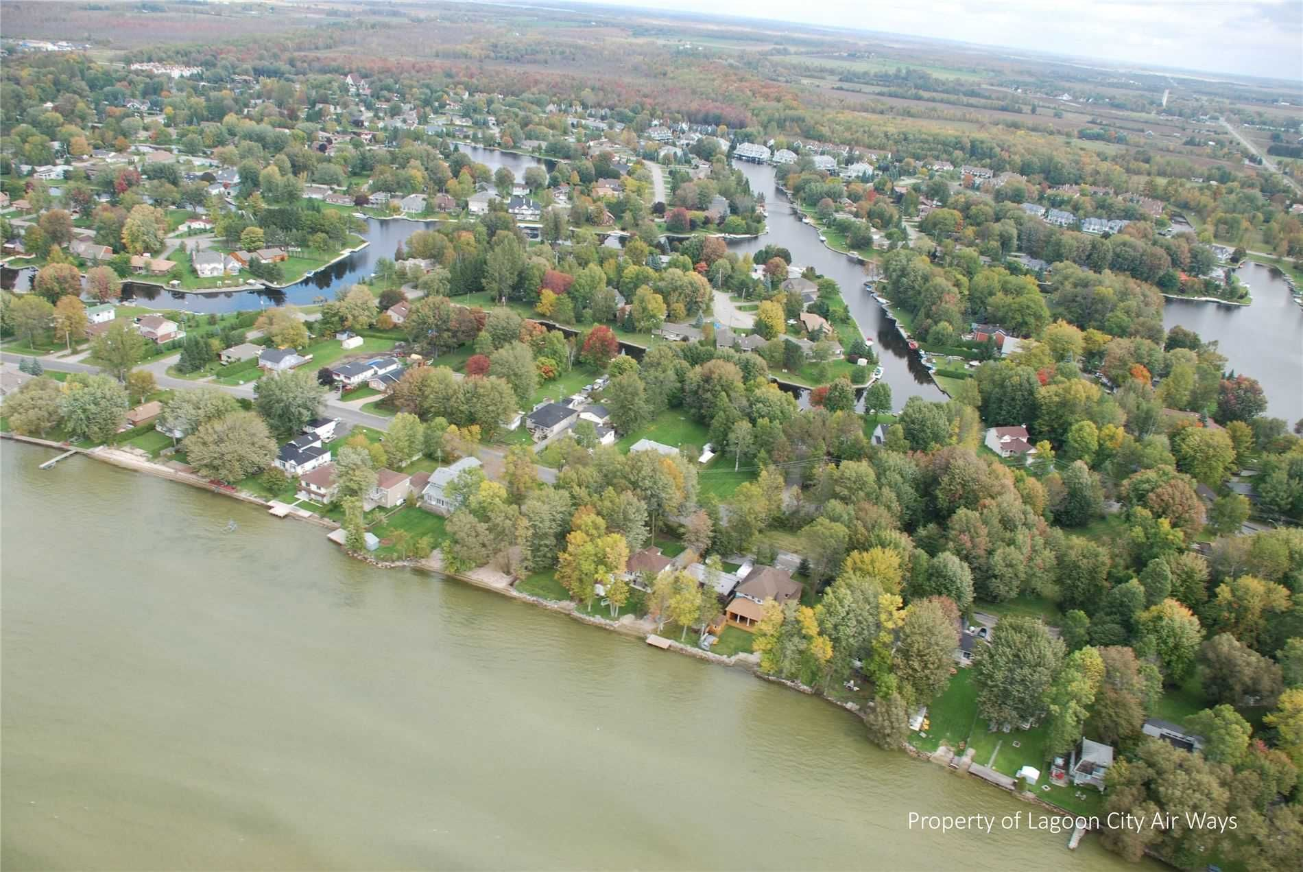 Main Photo: 13 Lake Avenue in Ramara: Brechin Property for sale : MLS®# S5142309