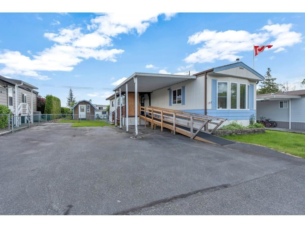 """Main Photo: 137 27111 0 Avenue in Langley: Otter District Manufactured Home for sale in """"Pioneer Park"""" : MLS®# R2582553"""