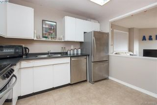Photo 10: 306 1525 Hillside Ave in VICTORIA: Vi Oaklands Condo for sale (Victoria)  : MLS®# 782338