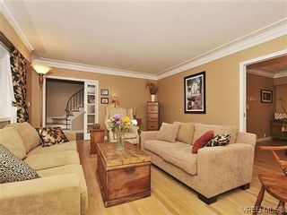 Photo 2: 1895 Hillcrest Ave in VICTORIA: SE Gordon Head House for sale (Saanich East)  : MLS®# 641305