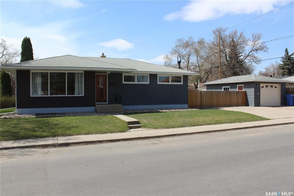 Main Photo: 300 Montreal Street North in Regina: Churchill Downs Residential for sale : MLS®# SK852760