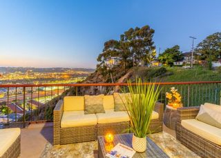 Photo 2: UNIVERSITY HEIGHTS Townhouse for sale : 3 bedrooms : 4490 Caminito Fuente in San Diego